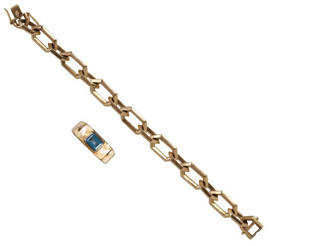A 9ct gold bracelet and an aquamarine ring (2)
