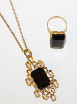 A smoky quartz bracelet, necklace, ring and earring suite, and a smoky quartz pendant necklace (5)