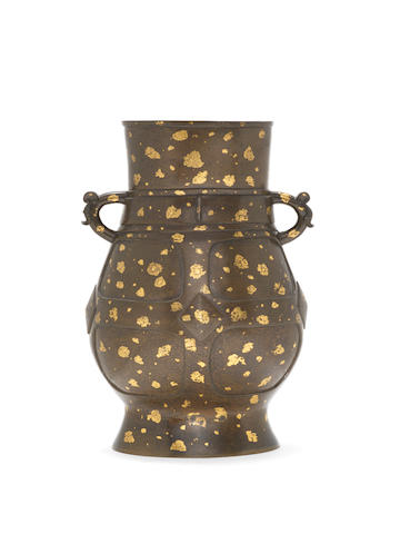 A rare gold-splashed bronze archaistic vessel, hu Cast Xuande seal mark, 17th/18th century
