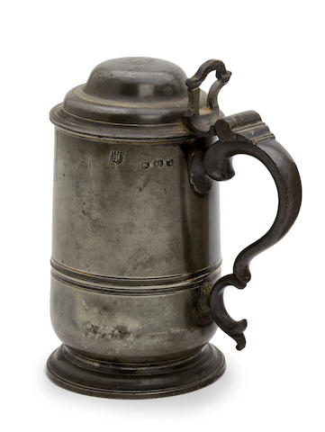 A late 18th century dome-lidded pewter tankard, circa 1790