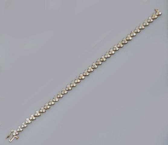 A diamond set tennis bracelet