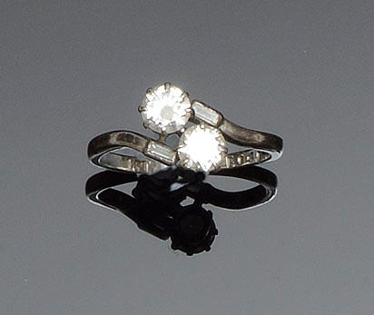 An early 20th century diamond crossover ring