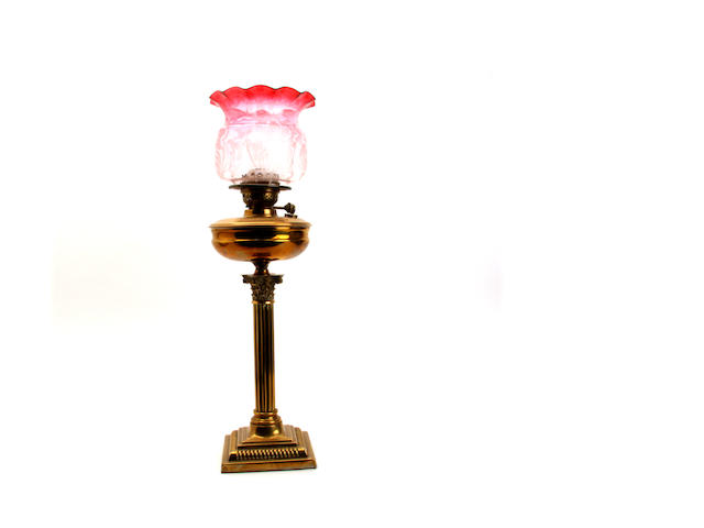 An Edwardian brass column oil lamp