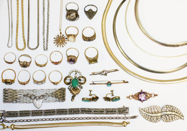 A collection of jewellery and costume jewellery,