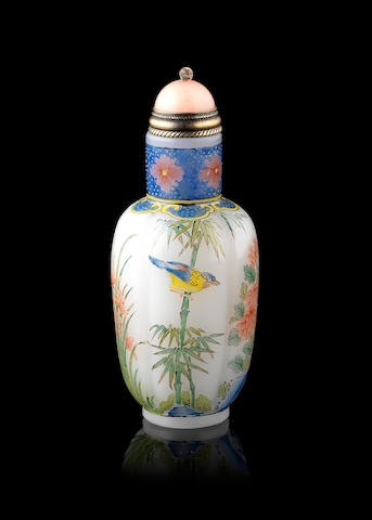 A snuff bottle; with stopper Yongzheng four-character mark