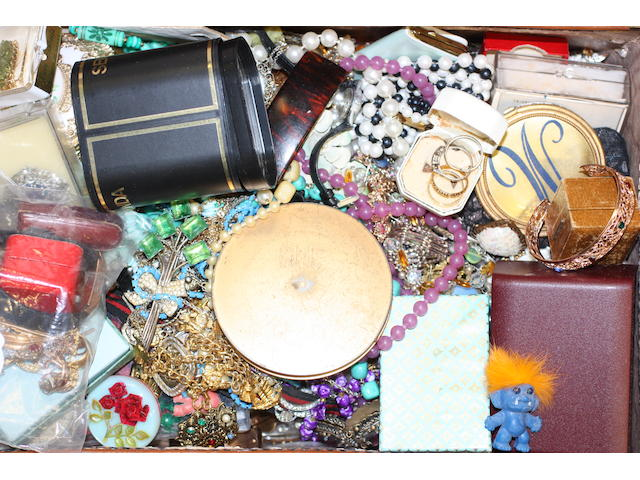 A small collection of jewellery and a quantity of costume jewellery,