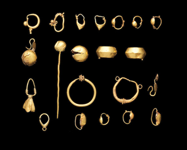 A group of Roman gold jewellery 19