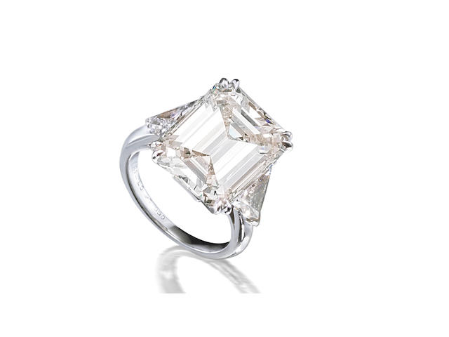An important coloured diamond and diamond ring, by Van Cleef & Arpels