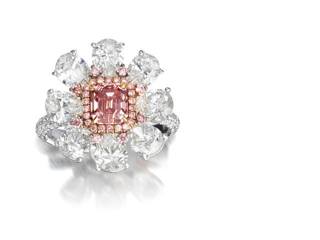 A coloured diamond and diamond cluster ring