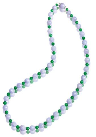 A lavender jadeite and jadeite bead necklace