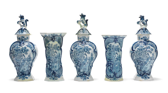 a 5 pieces Cabinet set Dutch Delft