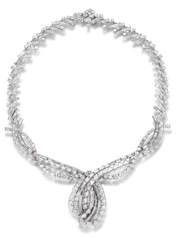 An impressive diamond necklace,