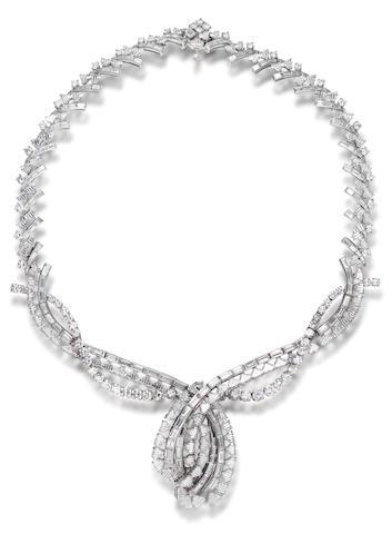 An impressive diamond necklace,