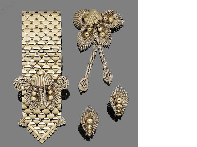 A gold bracelet, brooch and pair of earclips, by Sannit & Stein,  (3)