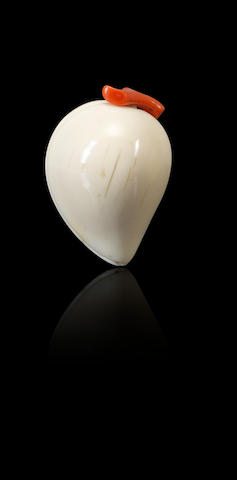 An ivory 'peach' snuff bottle Qing dynasty, 1740–1880
