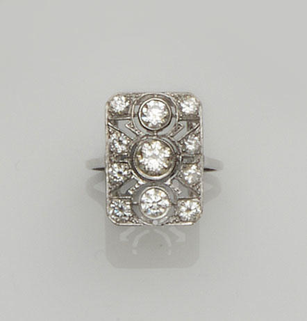 An Art Deco style diamond panel ring