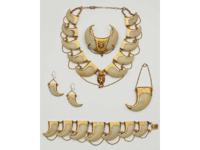 A Victorian suite of tiger's claw jewellery (5)