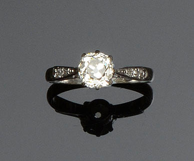 A diamond single stone ring