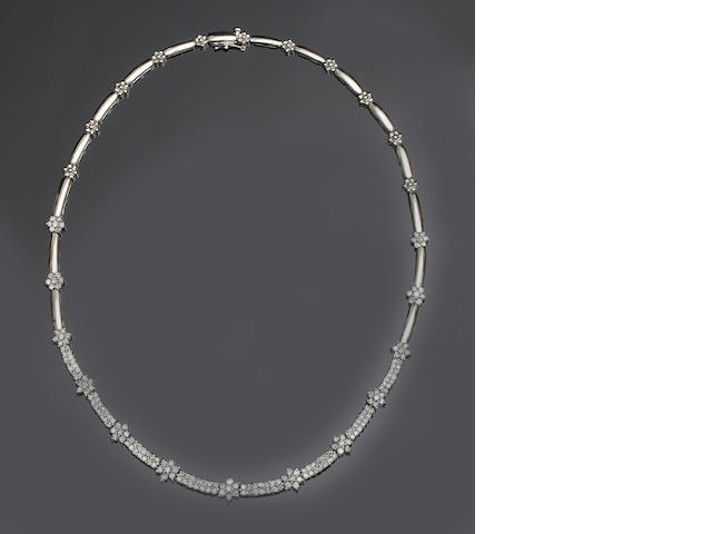 A diamond collarette necklace