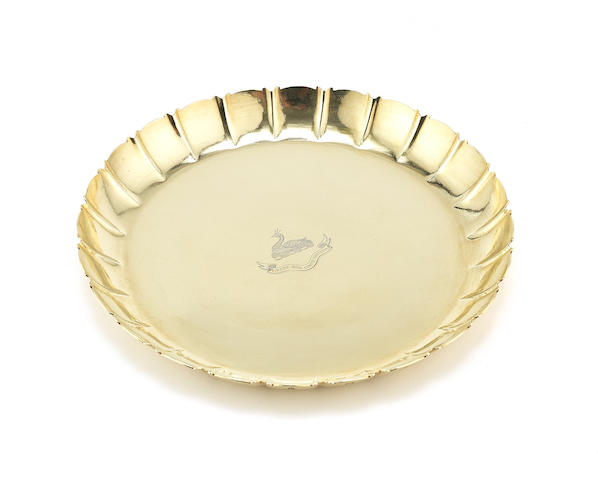 DENIS LACY-HULBERT: An 18 carat gold strawberry dish by D Lacy-Hulbert, Sheffield 1966