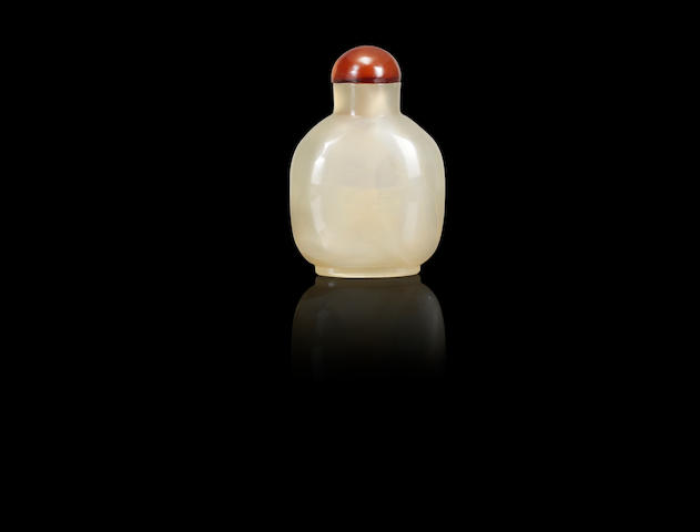 A chalcedony snuff bottle Qing dynasty, Qianlong four-character seal mark