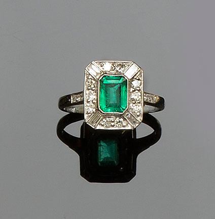 An emerald and diamond rectangular cluster ring