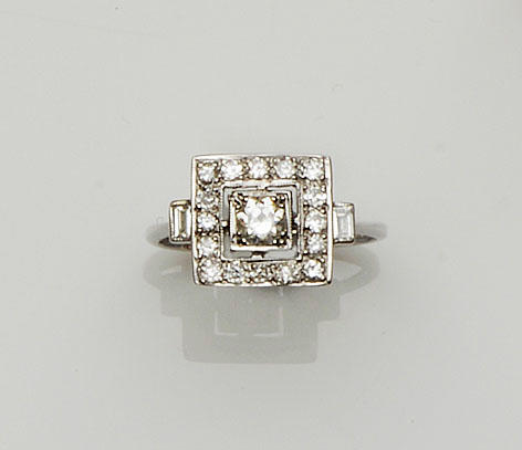 An Art Deco style diamond square panel ring