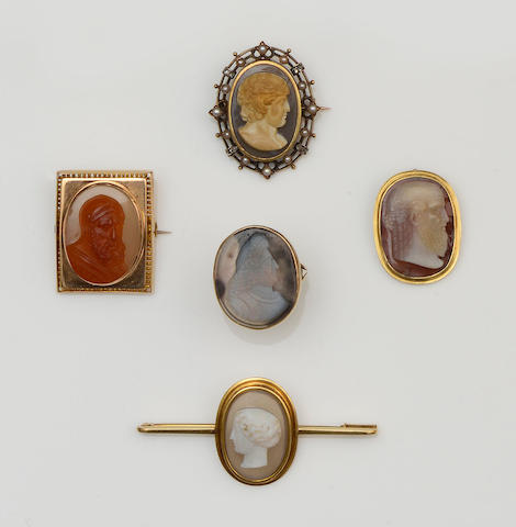A 19th century hardstone cameo ring and four hardstone cameo brooches (5 )