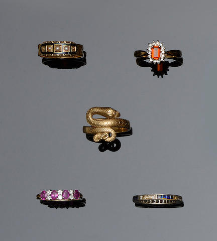 Five assorted rings (5)