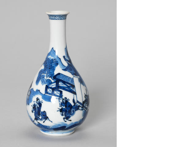 An elegant blue and white bottle vase Kangxi