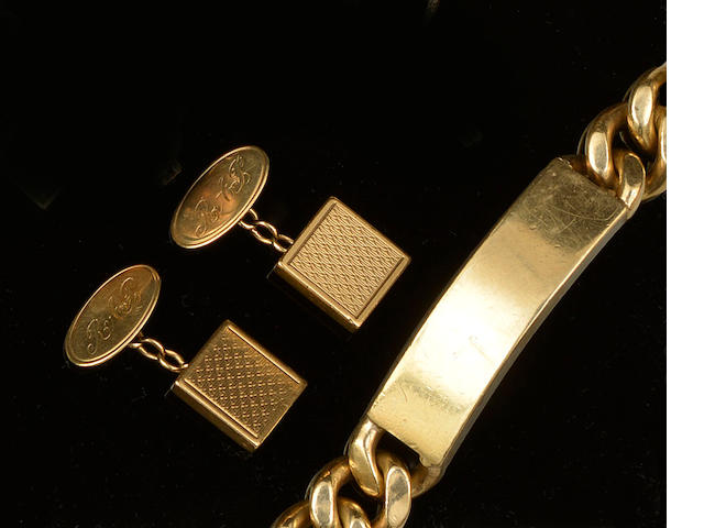 A 9ct gold bracelet and a pair of cufflinks (2)