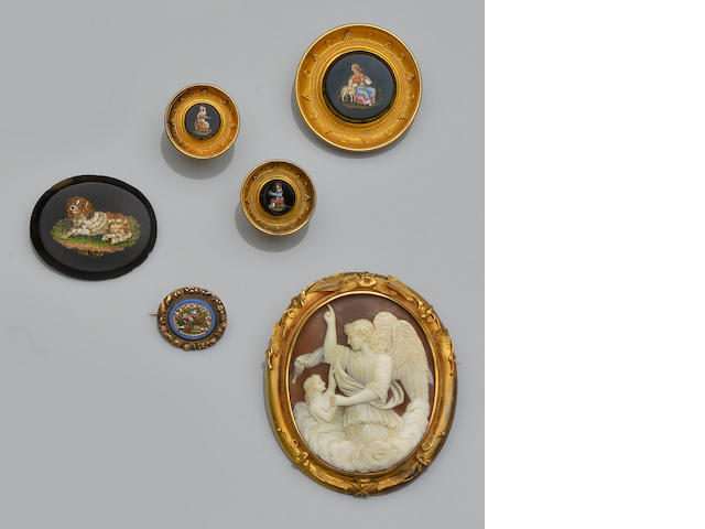 A collection of antique and later brooches (14)