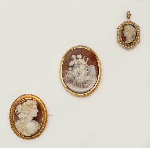 A collection of cameo jewellery (4)