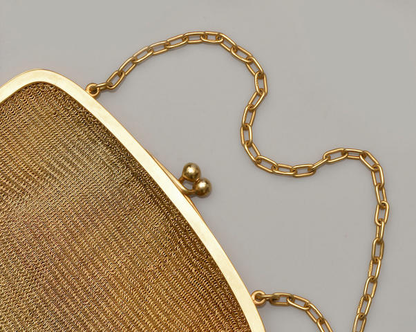A 9ct gold mesh-link evening bag