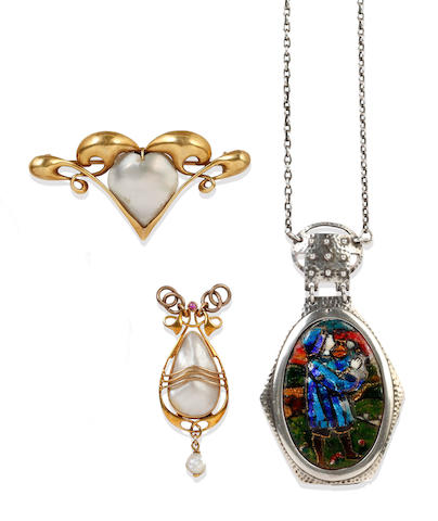 Murrle Bennett: An enamel pendant necklace (3)