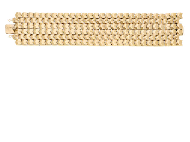 A fancy-link bracelet (illustrated above)
