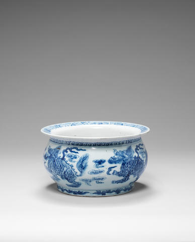 A blue and white basin 18th/19th century