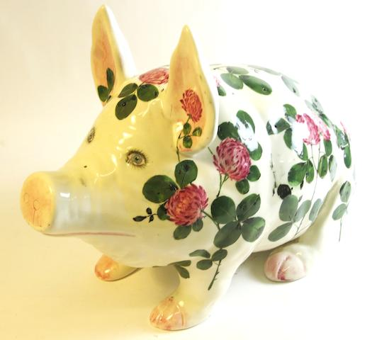 A large Plichta 'Clover' pattern pig