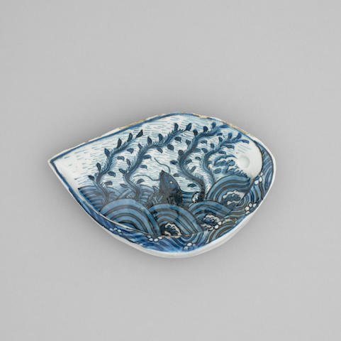A Chinese blue and white ko-sometsuke shell form dish  Tianqi