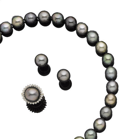 A cultured pearl necklace, ring and earring suite (3)