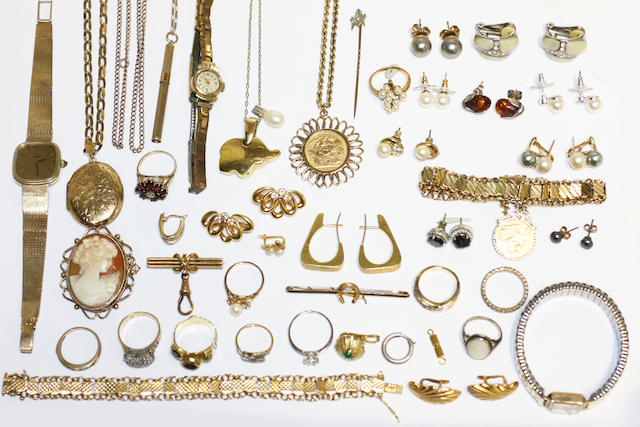 A large collection of jewellery and costume jewellery,