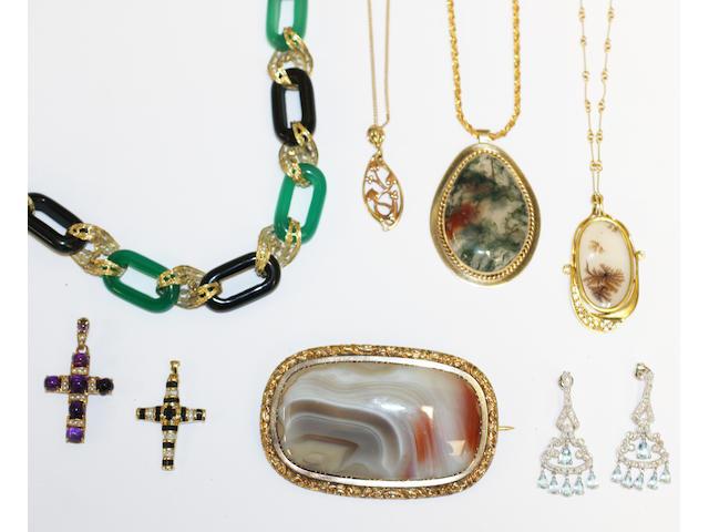 Assorted jewellery,