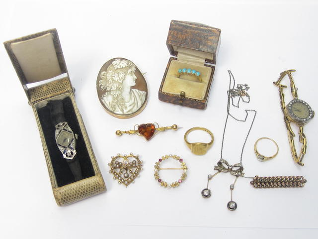 A collection of jewellery (11)