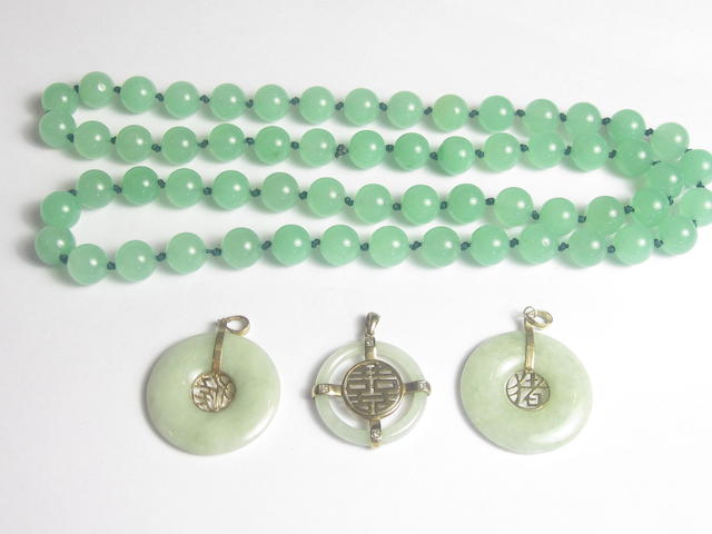 A small collection of jadeite jewellery (4)