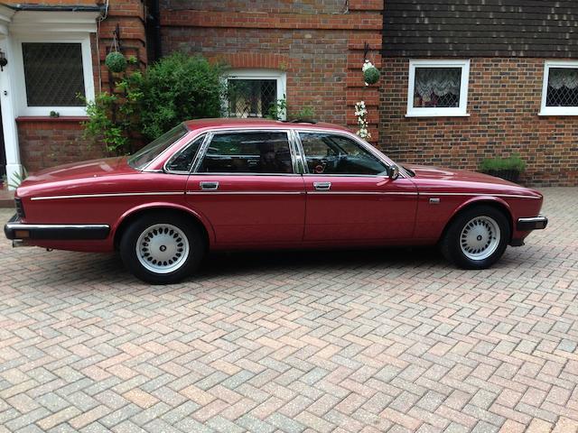 1989  Daimler  Sovereign 3.6-Litre Saloon  Chassis no. SAJDKALH4AC552860 Engine no. 9DBPA153786