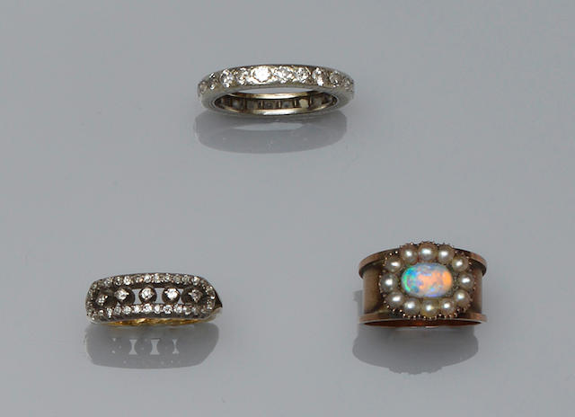 Four gem set rings (4)