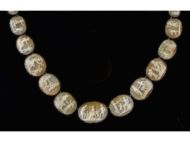 A Victorian shell cameo necklace