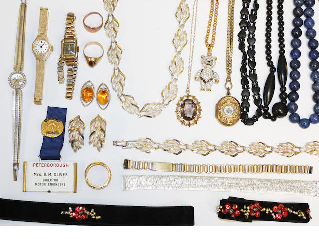 A quantity of miscellaneous jewellery and costume jewellery,