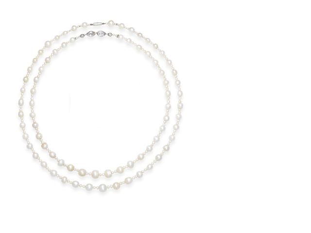 Two single-row natural pearl necklaces (2)