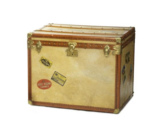 A travelling trunk, by Aux Etats Unis of Paris, circa 1900,